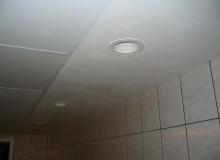 Wykańczanie sufitu w łazience