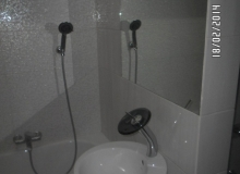 Montaż lustra łazienkowego