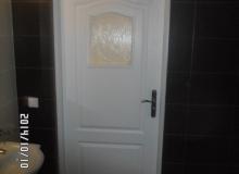 Osadzanie drzwi łazienkowych