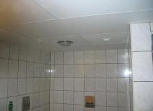 Montaż sufitu podwieszanego w łazience