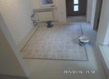 układanie płytek podłogowych wklejony dekor